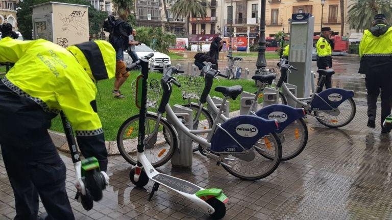 La Policía Local de Valencia ha comenzado a retirar los patinetes eléctricos