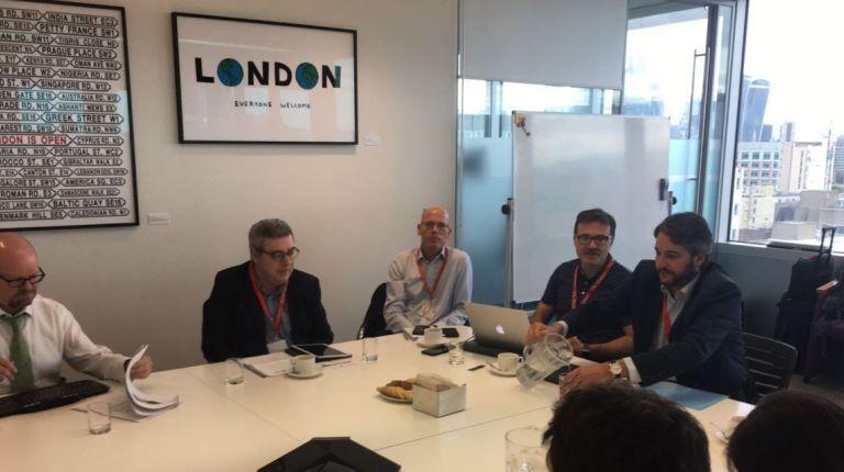 El concejal de Movilidad Sostenible, Giuseppe Grezzi, se ha reunido esta mañana en Londres con Scott Thompson y Edward Goose