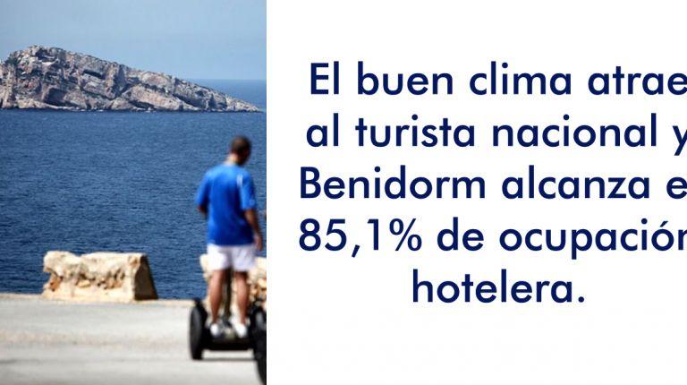 El buen clima atrae al turista nacional y Benidorm alcanza el 85,1% de ocupación hotelera.