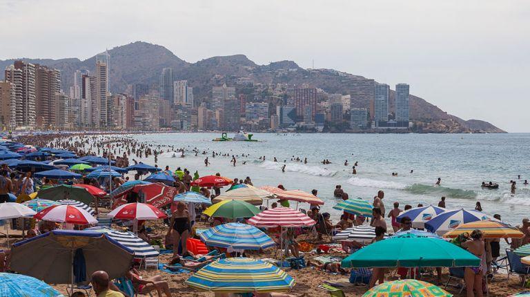 Los turistas españoles suplen al mercado británico en Benidorm