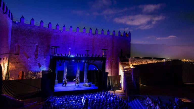 La primera noche de 'Nerón' arrasa en el Festival de Teatro de Peñíscola y anticipa un gran cierre de edición mañana