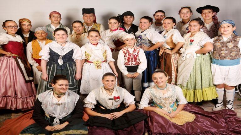 Valencia celebra la fiesta del folklore con danzas populares, musica de tabal i dolçaina y talleres temáticos