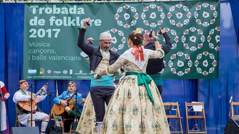 Vallés recibe el mes de julio con la Trobada de Folklore