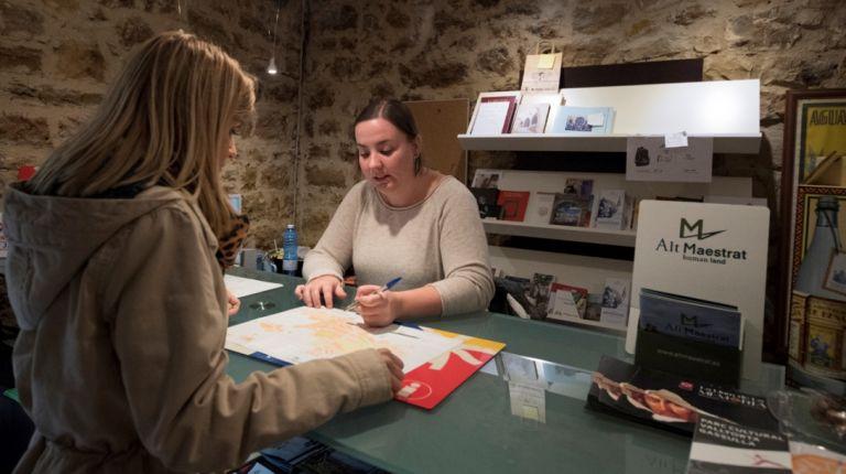 La Diputación concede subvenciones de 225.000 euros para que los ayuntamientos contraten informadores turísticos