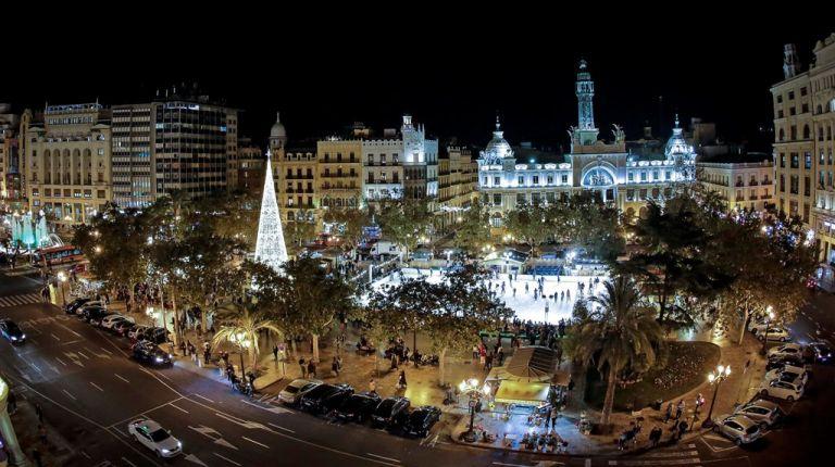 La decoración de Navidad ya luce por toda la ciudad de Valencia